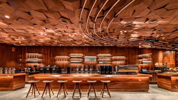 Cửa hàng Starbucks lớn nhất thế giới hay quán cà phê đầy ảo vọng - Ảnh 8.