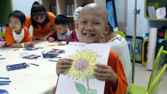 Bệnh nhi ung thư dự Ngày hội hoa hướng dương tại Hà Nội - Ảnh 2.