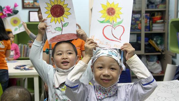 Bệnh nhi ung thư dự Ngày hội hoa hướng dương tại Hà Nội - Ảnh 3.