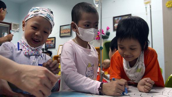 Bệnh nhi ung thư dự Ngày hội hoa hướng dương tại Hà Nội - Ảnh 4.