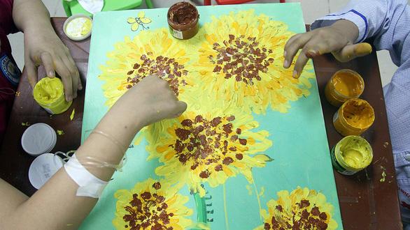Bệnh nhi ung thư dự Ngày hội hoa hướng dương tại Hà Nội - Ảnh 7.