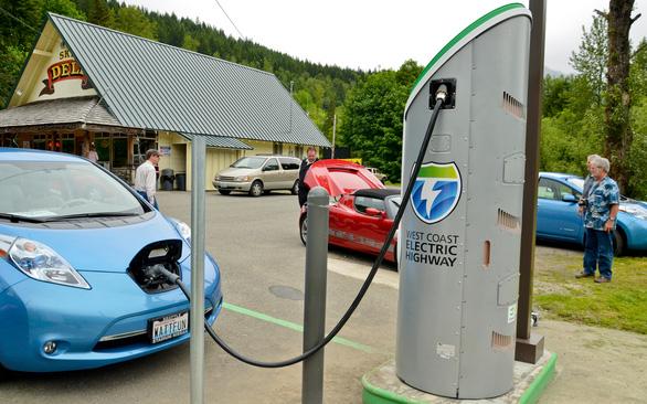 Đi xe hơi điện… không tốn tiền điện - Ảnh 2.