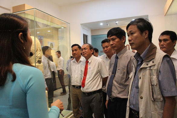 Trưng bày cổ vật văn hóa Óc Eo ở bảo tàng Chăm phục vụ APEC - Ảnh 1.