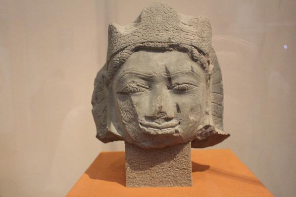 Trưng bày cổ vật văn hóa Óc Eo ở bảo tàng Chăm phục vụ APEC - Ảnh 4.