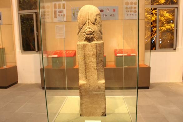 Trưng bày cổ vật văn hóa Óc Eo ở bảo tàng Chăm phục vụ APEC - Ảnh 10.