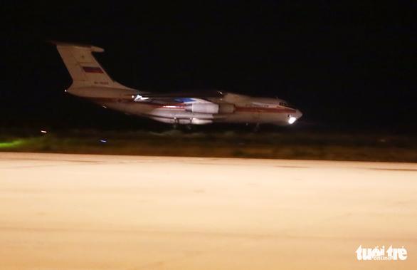 40 tấn hàng cứu trợ của Nga đã đến Cam Ranh - Ảnh 2.