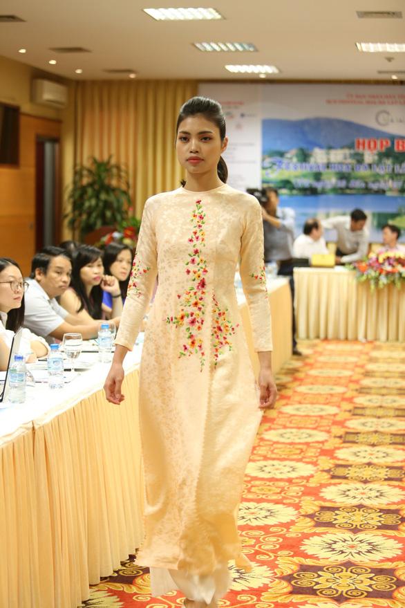 Nhiều người nhìn lụa Việt Nam là thằng bán tơ trong Truyện Kiều - Ảnh 4.
