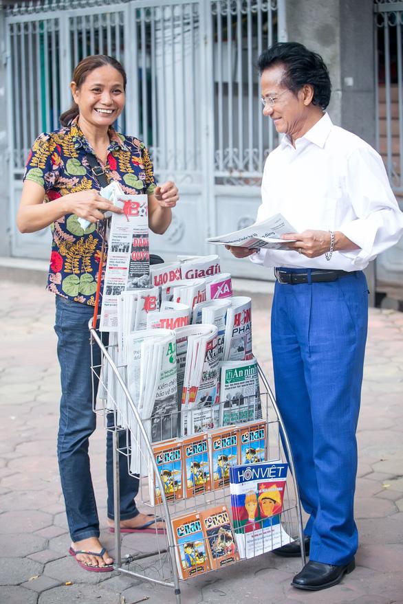 Xem ảnh Chế Linh đạp xe, uống trà vỉa hè trong tiết thu Hà Nội - Ảnh 9.