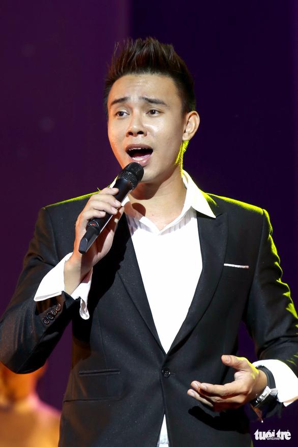 Dương Cầm giới thiệu bản gốc Lũ đêm qua tiếng hát Đông Hùng - Ảnh 1.