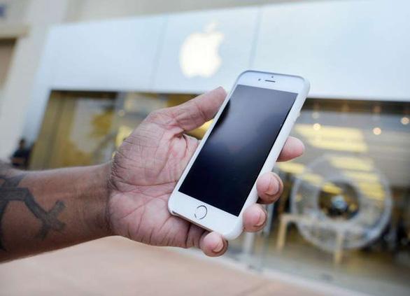 Làm gì khi nghi ngờ pin là lỗi khiến iPhone chậm chạp? - Ảnh 1.