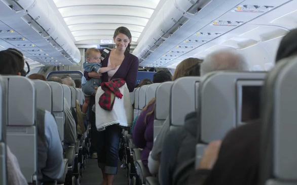 7 cách để giữ em bé ngoan ngoãn trên máy bay - Ảnh 7.