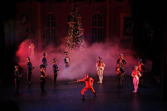 Bản ballet cho mùa Giáng sinh: Kẹp hạt dẻ - Ảnh 2.