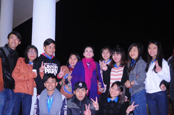 Ca sĩ Khánh Ly cháy đêm nhạc Trịnh với sinh viên Đà Lạt - Ảnh 2.