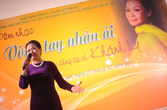 Ca sĩ Khánh Ly cháy đêm nhạc Trịnh với sinh viên Đà Lạt - Ảnh 1.