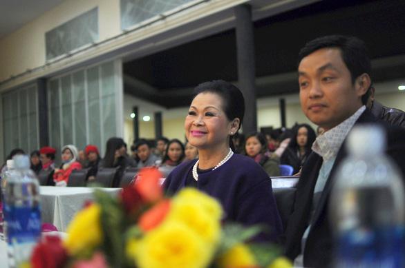 Ca sĩ Khánh Ly cháy đêm nhạc Trịnh với sinh viên Đà Lạt - Ảnh 4.