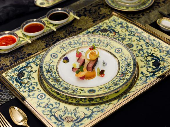 Chiêm ngưỡng bộ bàn ăn dát vàng ở tiệc chiêu đãi APEC - Ảnh 11.