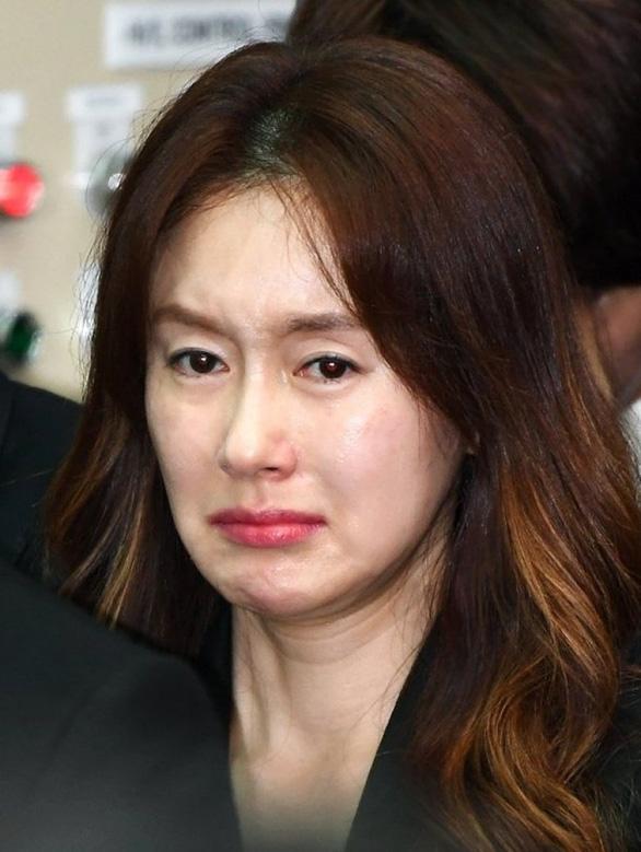 Song Joong Ki hoãn tuần trăng mật đến viếng Kim Joo Hyuk - Ảnh 12.