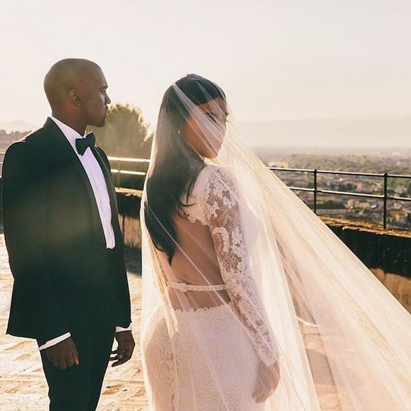 Ngắm lại những chiếc váy cưới nổi tiếng nhất thế giới - Ảnh 19.