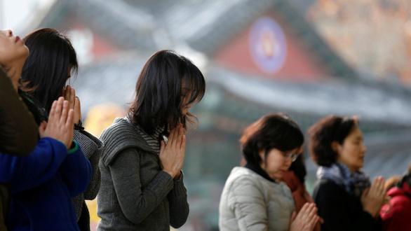 Ngày thi đại học, cả Hàn Quốc như 'đứng hình' - Ảnh 8.