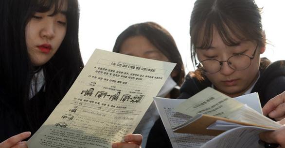 Ngày thi đại học, cả Hàn Quốc như 'đứng hình' - Ảnh 7.