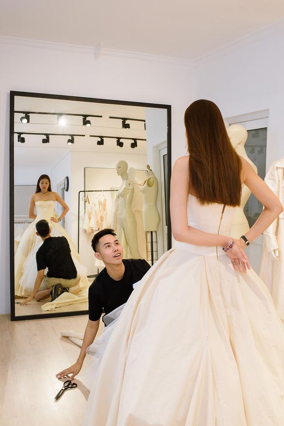 Fashionology Festival: Người mẫu che dù đi catwalk trong mưa - Ảnh 7.