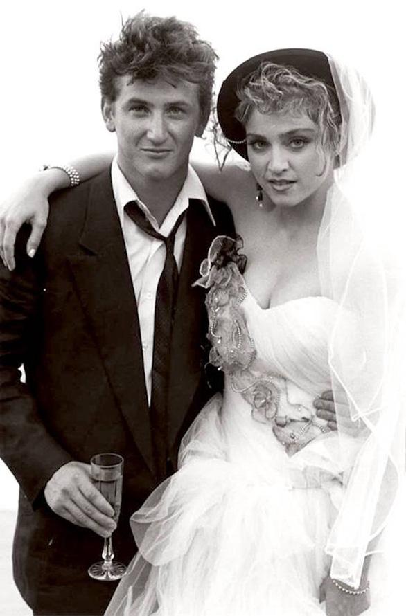 Ngắm lại những chiếc váy cưới nổi tiếng nhất thế giới - Ảnh 4.