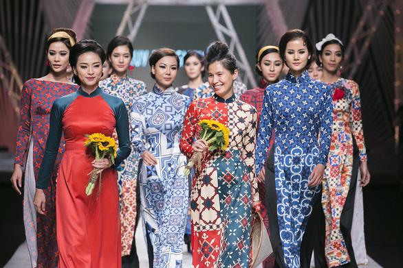 Ngô Thanh Vân đưa thời trang Cô Ba Sài Gòn lên sàn catwalk  - Ảnh 3.