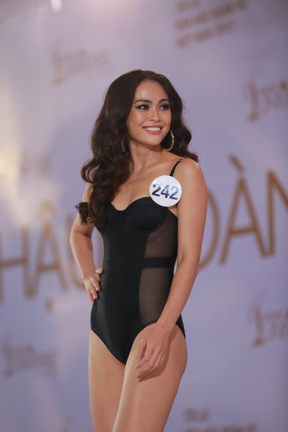 Xem Hoàng Thùy, Mai Ngô... bị nắn gân ở Hoa hậu Hoàn vũ Việt Nam - Ảnh 3.