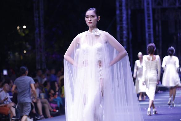 Lâm Gia Khang và màn trình diễn hoành tráng Dấu ấn nàng hương - Ảnh 8.
