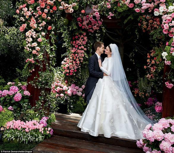 Ngắm lại những chiếc váy cưới nổi tiếng nhất thế giới - Ảnh 20.
