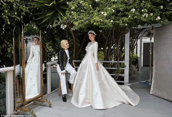 Ngắm lại những chiếc váy cưới nổi tiếng nhất thế giới - Ảnh 21.