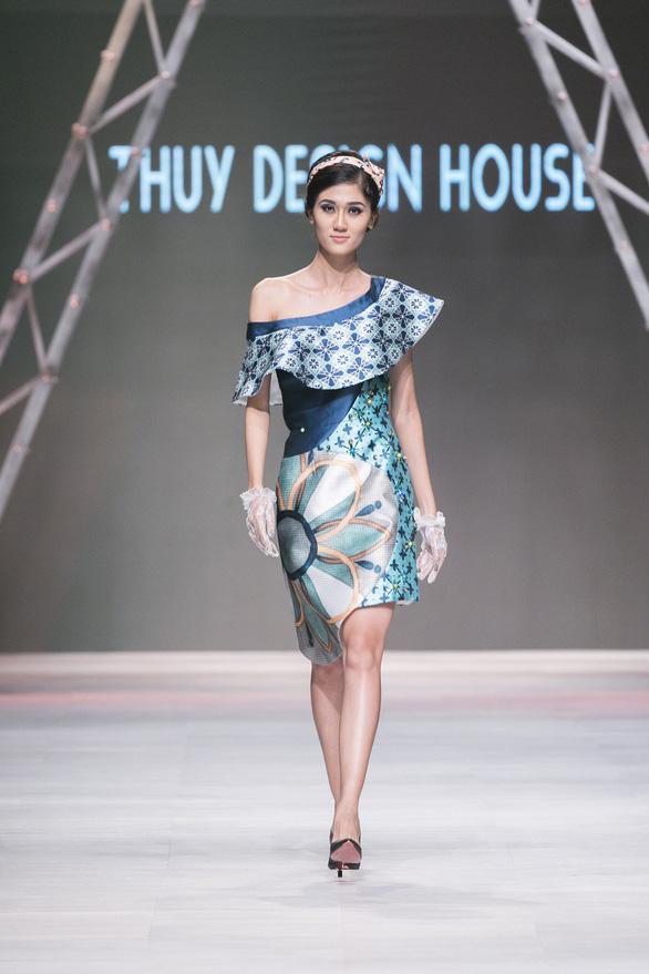 Ngô Thanh Vân đưa thời trang Cô Ba Sài Gòn lên sàn catwalk  - Ảnh 8.