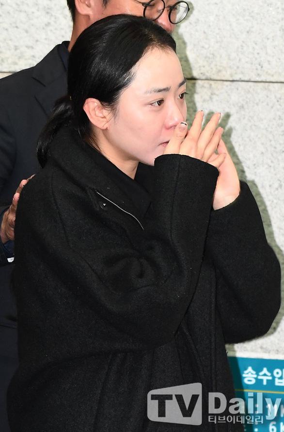 Song Joong Ki hoãn tuần trăng mật đến viếng Kim Joo Hyuk - Ảnh 14.
