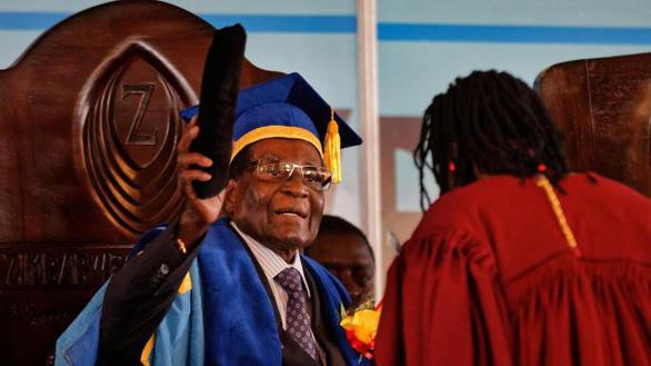 Zimbabwe dưới triều đại Mugabe qua mười con số khó tin - Ảnh 5.