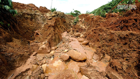 Sạt lở đất chưa dừng lại ở Lâm Đồng - Ảnh 3.