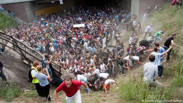Làm gì để sống sót giữa đám đông giẫm đạp? - Ảnh 5.