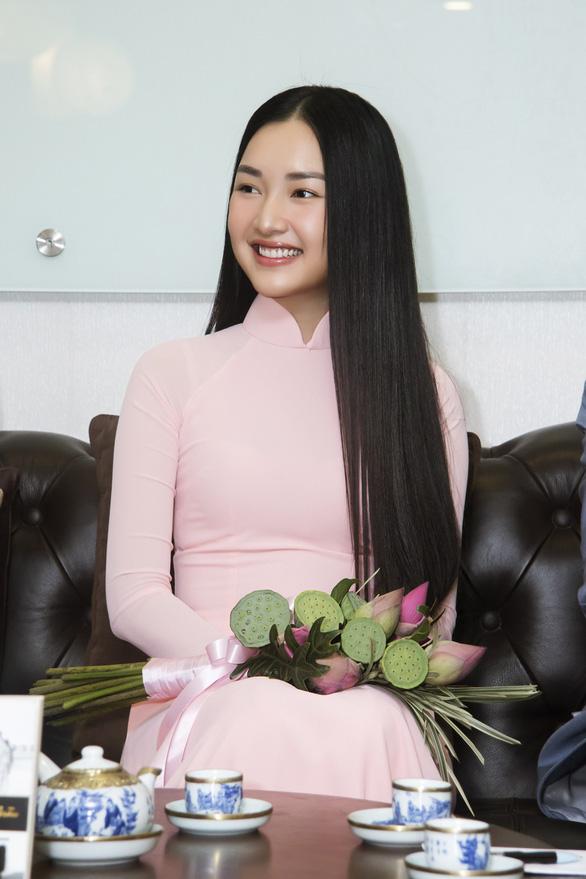 Thí sinh Hoa hậu Việt Nam làm Nàng thơ xứ Huế - Ảnh 1.