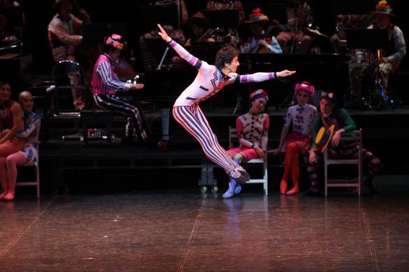 Bản ballet cho mùa Giáng sinh: Kẹp hạt dẻ - Ảnh 4.