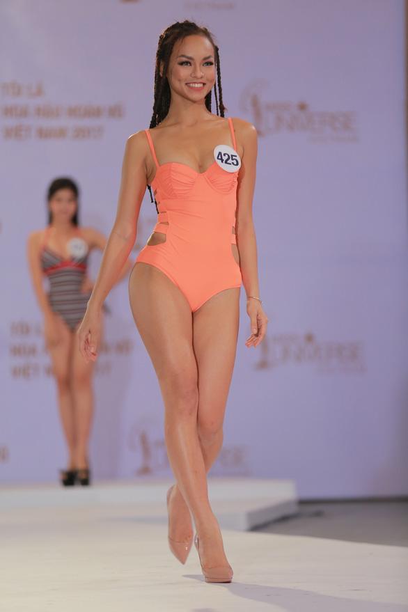 Xem Hoàng Thùy, Mai Ngô... bị nắn gân ở Hoa hậu Hoàn vũ Việt Nam - Ảnh 6.