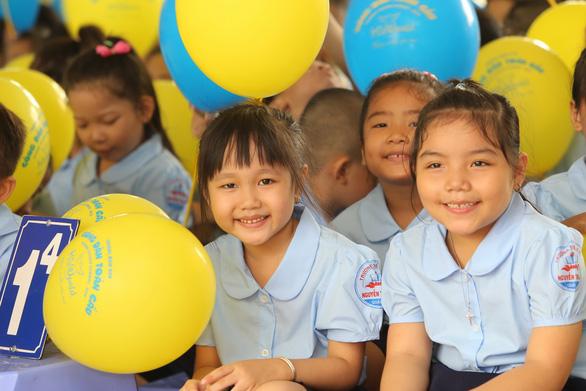 Những trường đầu tiên ở TP.HCM khai giảng năm học mới - Ảnh 5.