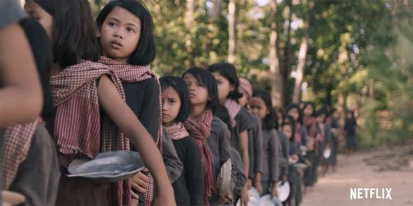 Góc nhìn đậm nữ tính về chế độ Pol Pot qua phim của Angelina Jolie - Ảnh 2.
