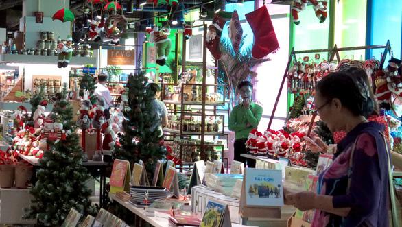 'Rừng sách nhiệt đới' - thành phố sách giữa Sài Gòn - Ảnh 7.