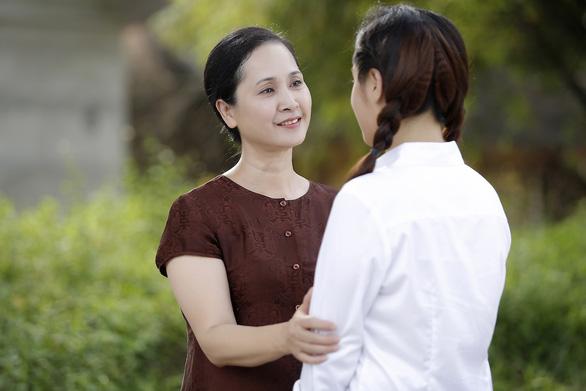 Mẹ chồng Lan Hương đóng MV mừng 20-10  - Ảnh 1.