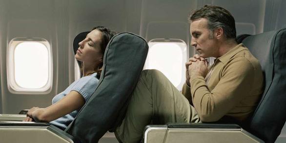 6 cách để ngủ ngon khi đi máy bay - Ảnh 5.
