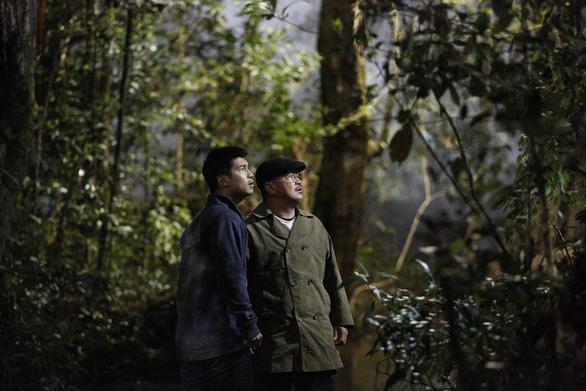 Phim mới của Victor Vũ hé lộ ý tưởng từ ca ghép đầu đầu tiên - Ảnh 1.