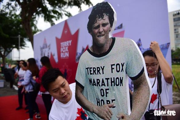 Gần 20.000 người tham gia chạy bộ từ thiện tại TP.HCM - Ảnh 1.