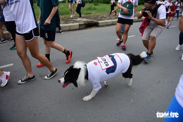 Gần 20.000 người tham gia chạy bộ từ thiện tại TP.HCM - Ảnh 11.