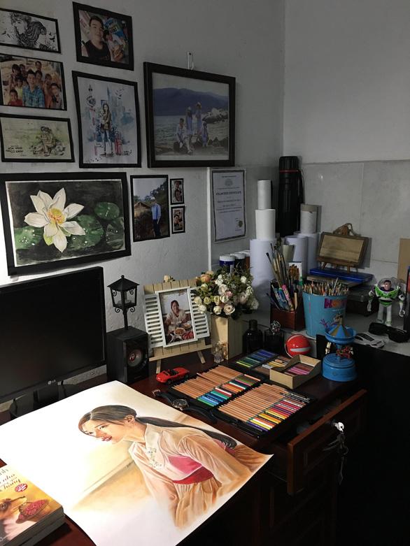 Chàng họa sĩ vẽ chân dung nghệ sĩ Việt sống động như thật - Ảnh 3.