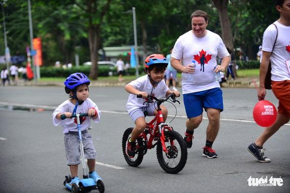 Gần 20.000 người tham gia chạy bộ từ thiện tại TP.HCM - Ảnh 7.