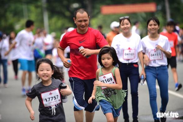 Gần 20.000 người tham gia chạy bộ từ thiện tại TP.HCM - Ảnh 9.
